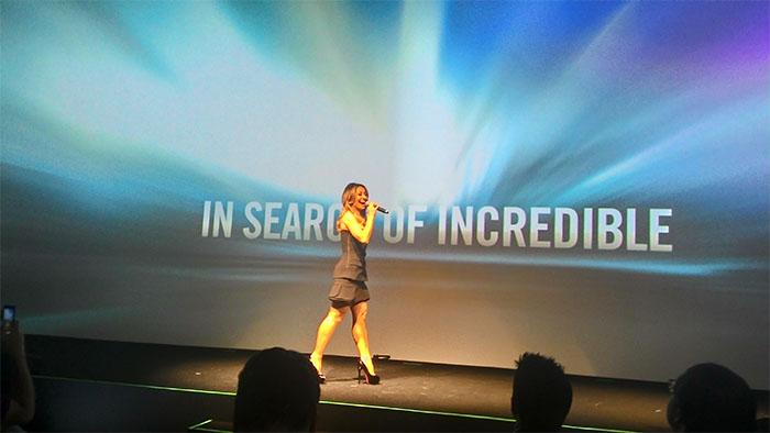 Sabrina Sato como mestre de cerimônias do lançamento ZenFone