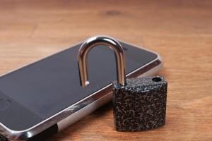 cadeado e smartphone, é preciso garantir a segurança