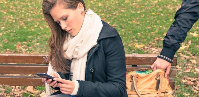 imagem de roubo de smartphone é preciso redobrar a atenção