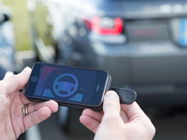 Land Rover desenvolve carro guiado por smartphone