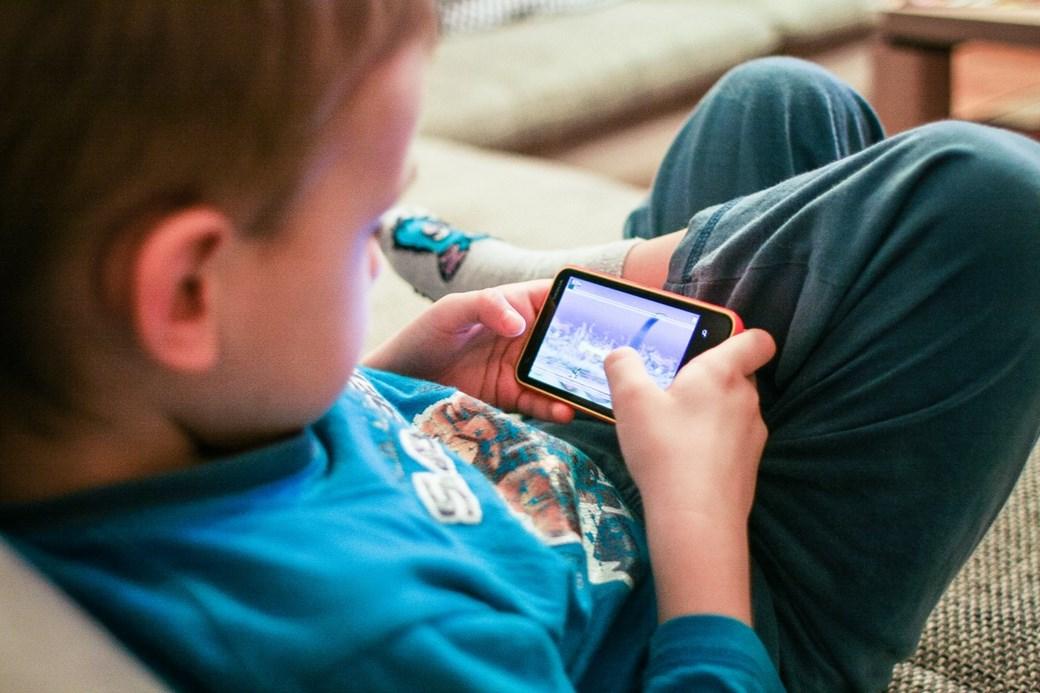 celular-para-criança-jogar