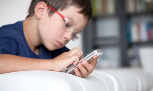 criança-com-celular
