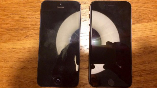 Foto do suposto iPhone 5SE ao lado do iPhone 5S