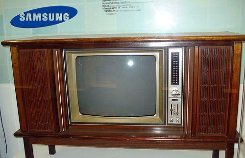 primeira tv samsung, que era em preto e branco