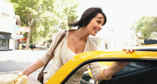 pegando táxi com aplicativos de táxi