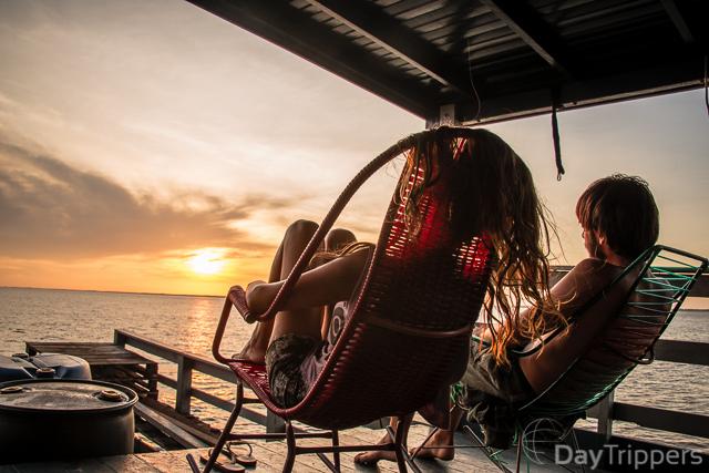 Blogueiros na beira do Rio Amazonas