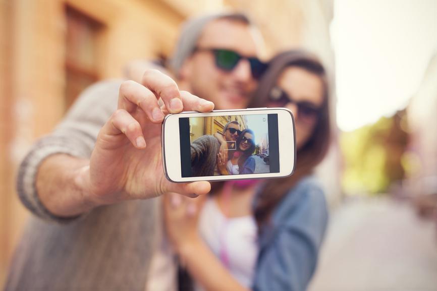 smartphone e fotografia de casal