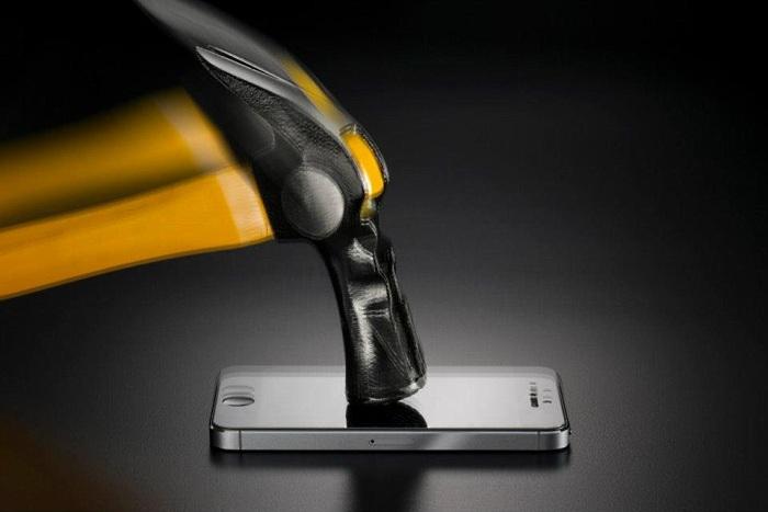 celular land rover aguenta uma martelada