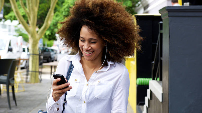 smartphones lançamento sendo usado