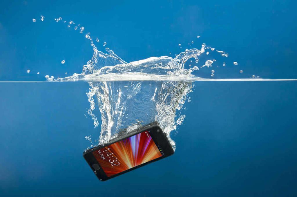 Acidente líquido no celular