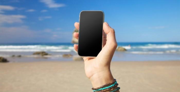Saiba o que levar para a praia juntamente com o seu smartphone!