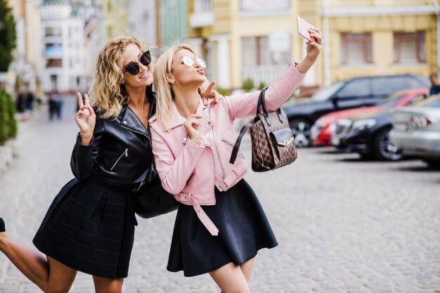 celular-com-flash-frontal-selfie