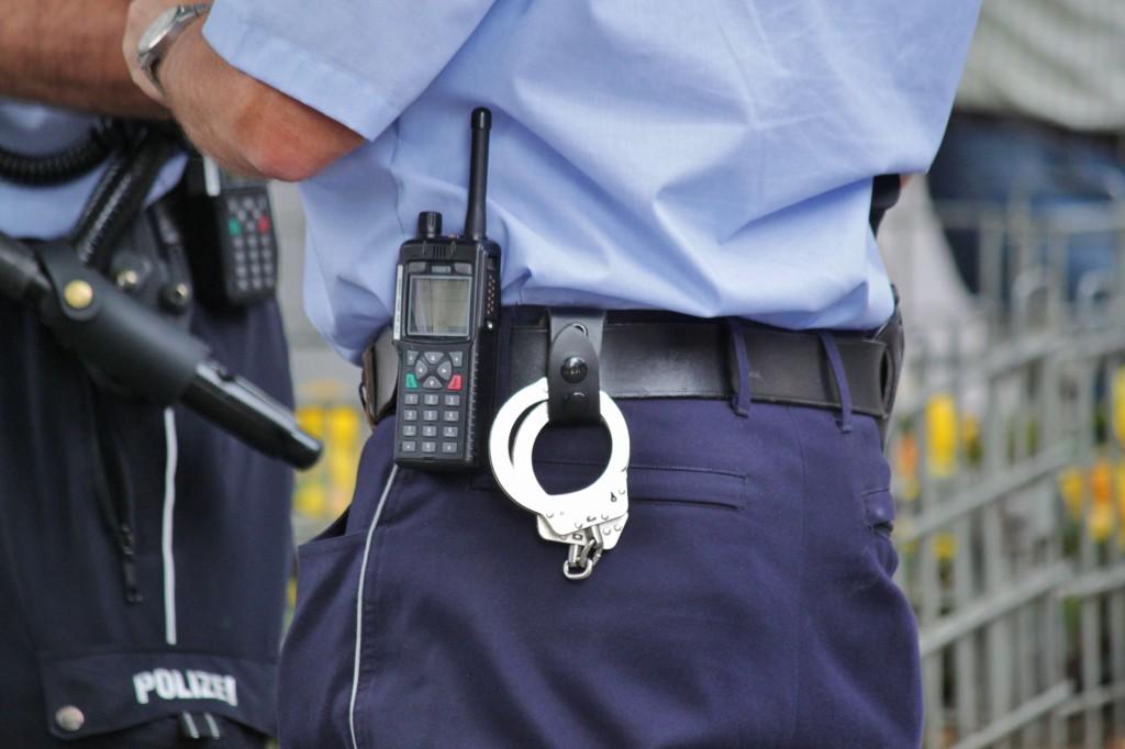 policial-seguro-de-celular