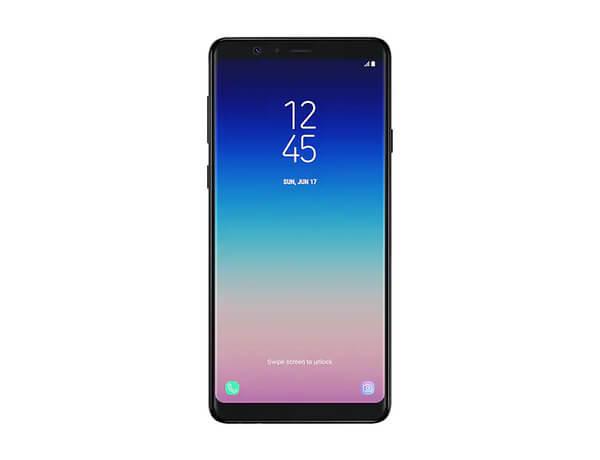 Galaxy A8 preto visto de frente, com a tela acionada, em fundo branco.