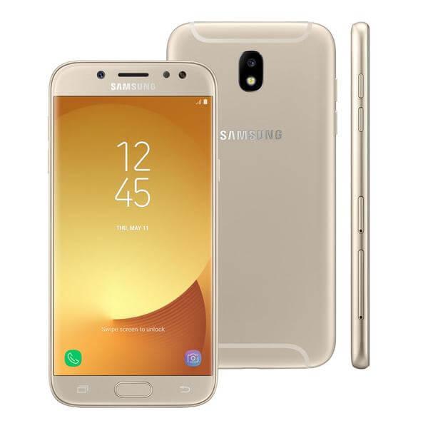 Galaxy J7 Pro mostrado nas vistas frontal, traseira e de lado, com destaque para a parte frontal, com a tela ligada.