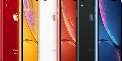 Seis aparelhos iPhone XR, um ao lado do outro, intercalados com a parte traseira e a parte dianteira em destaque. O primeiro aparelho é vermelho, o segundo é dourado, o terceiro é branco, o quarto é rosa, o quinto é preto e o sexto é azul. O fundo da imagem é branco.